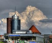 Gewitterstimmung am Hamburger Hafen, Blick auf die Kehrwiederspitze.