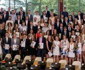 Eine Abiturientenverabschiedung, Gruppenfoto mit 200 Personen