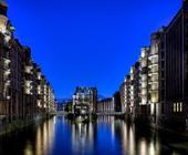 Blaue Stunde in der Speicherstadt HH, Blick auf das Wasserschloss.