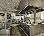 Nach 10 Jahren Nichtbenutzung immer noch recht sauber: Restaurantküche