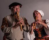 Kerstin und Bob besuchten mich in meinen Studios, hier spielen sie Krummhorn.